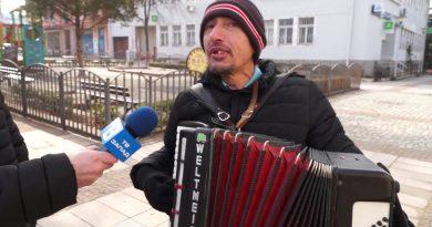 """видео/Перничанин е уличен музикант в Дупница – гледайте в """"Споделено с ТВ Запад"""""""
