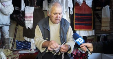 """видео / 77 г. мъж владее тънкостите на плетивата – """"Споделено с ТВ Запад"""""""